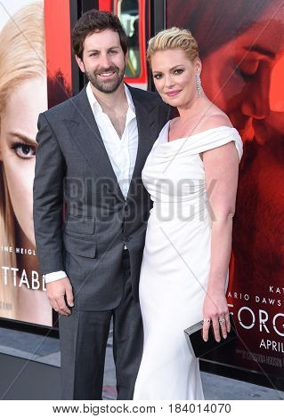 LOS ANGELES - APR 18:  Katherine Heigl and Josh Kelley arrives for the