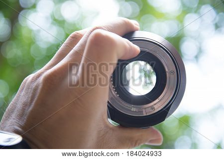 Aperture of the lens and the bokeh background of the tree