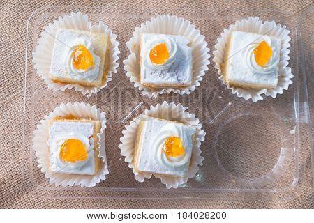Vanilla butter cake topping cream in box