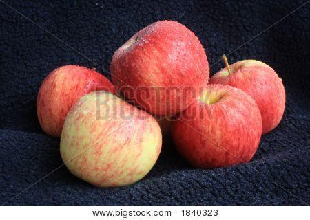 Rote und gelbe Äpfel