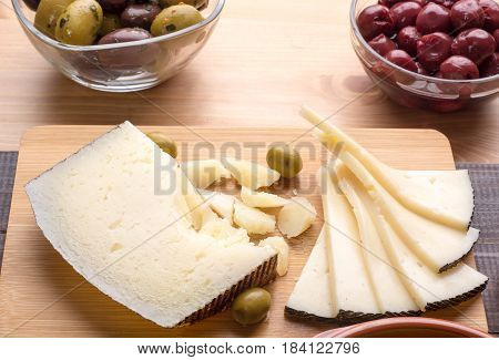 Manchego Cheese And Olives