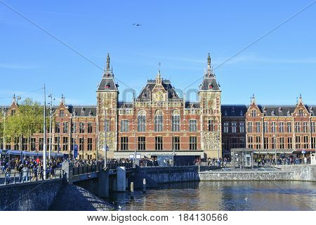 Amsterdam Centraal Station (Amsterdam Central Station). It was designed by Pierre Cuypers in 1889.
