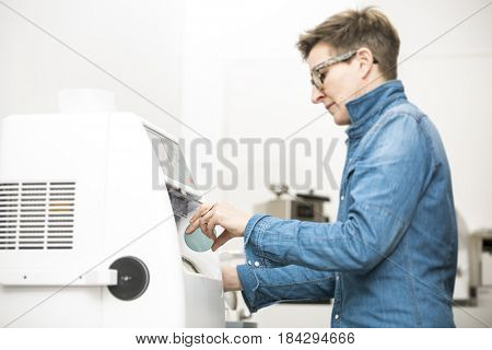 An image of a woman hone the edge of the eyeglasses