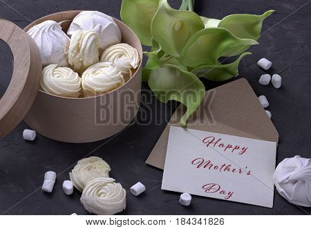 Bouquet Of Green Yellow Callas With Marshmallows In A Wooden Round Box And Envelope With Lettering H