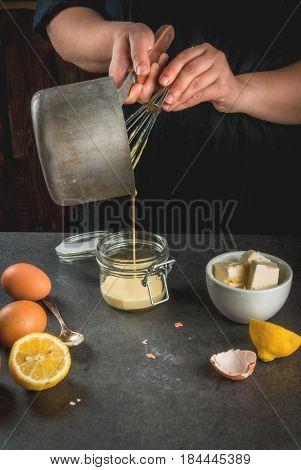 Coocking Hollandaise Sauce