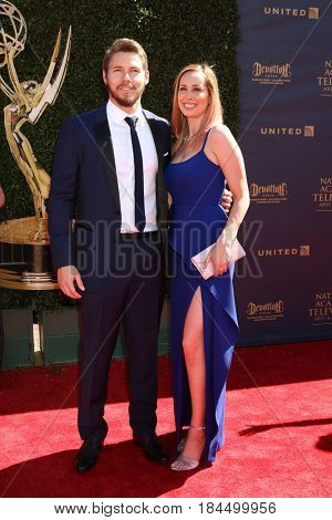 LOS ANGELES - APR 30:  Scott Clifton, Nicole Lampson at the 44th Daytime Emmy Awards - Arrivals at the Pasadena Civic Auditorium on April 30, 2017 in Pasadena, CA