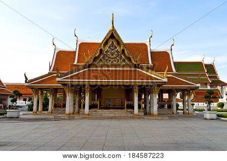 Gold    Temple   Bangkok  Plant
