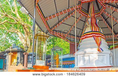 Visit Sri Viwekaramaya Temple In Unawatuna