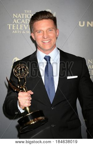 LOS ANGELES - APR 30:  Steve Burton, Best Supporting Actor for The Young and The Restless in the 44th Daytime Emmy Awards Press Room at the Pasadena Civic Auditorium on April 30, 2017 in Pasadena, CA