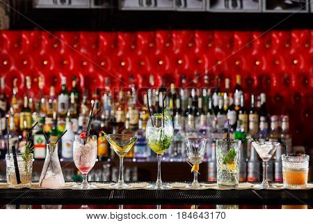 The visitors left empty glasses for cocktails on the bar