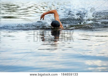 The man in the swimming competition, swimming the hovel.