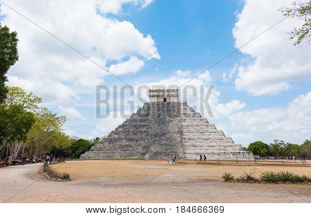 Mayan pyramid of Kukulkan, also known as El Castillo in Chichen Itza, Mexico