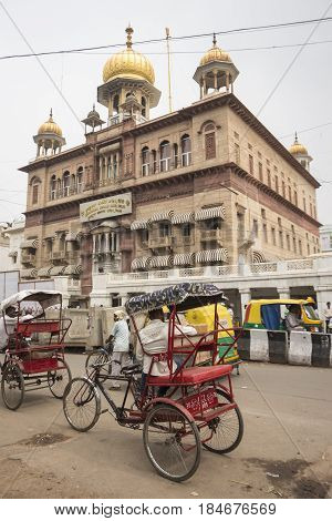 DELHI INDIA - JUL 7 : traffic in front of sisganj gurdwara in chandni chowk at old delhi this temple is famous place of delhi on july 7 2015 india