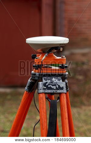 the gps receiver antenna is mounted on a tripod