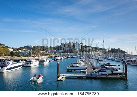 TORQUAY, DEVON, UK-NOVEMBER 6TH 2016: Beautiful sunshine and late autumn fine weather was enjoyed by visitors to Torquay, Devon on Sunday 6th November 2016