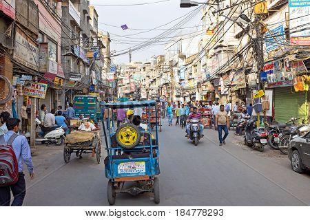 INDIA, NEW DElHI - APRIL 5, 2017: Streetview in New Delhi on the 5th of april 2017