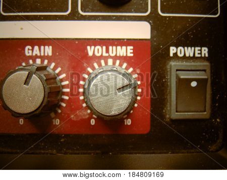 Volume knob with equalizer as cool background