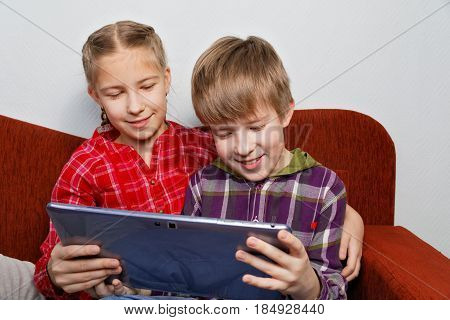 Modern children's entertainment - the game on a Tablet PC