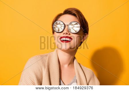 Reflection In Glasses! Amazing Look Of A Young Girl With Nice Smile Wearing Stylish Sunglasses And C