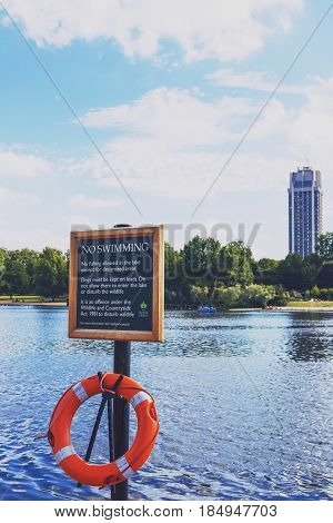 Beautiful Scenery In London Hyde Park And Serpentine Lake