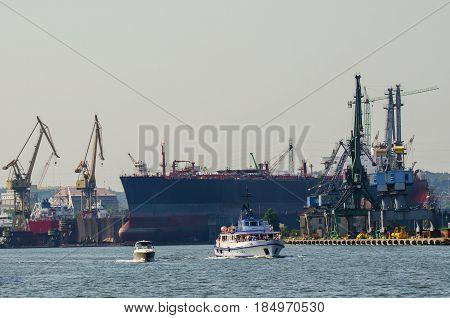 SHIPYARD - Ship in dry docks yard