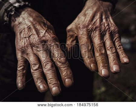 closeup of the wrinkled hands of an old caucasian man