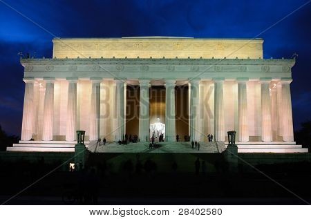 Washington DC, Abraham Lincoln Memorial in a blue night, United States