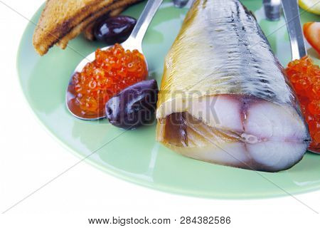 fish and caviar with toast on green dish