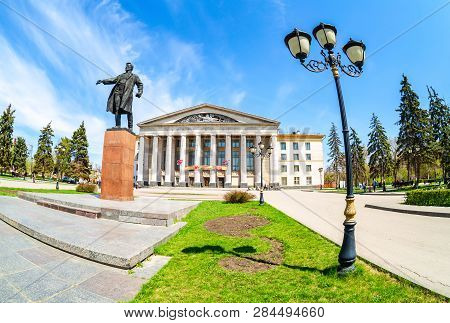 Samara, Russia - May 6, 2018: Monument To Soviet Statesman S. M. Kirov In Front Of Palace Of Culture