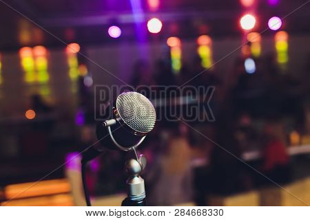 Microphone. Retro Microphone. A Microphone On Stage. A Pub. Bar. Restaurant. Classic. Evening. Night