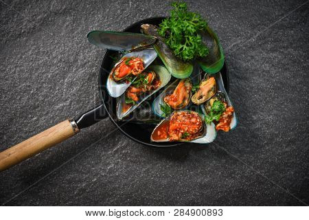 Mussel Cooking Pan Seafood Plate With Shellfish Green Mussels Shell Ocean Gourmet Dinner Cooked With