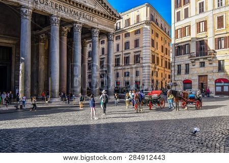 Rome, Italy - September 29 2018: Morning On The Piazza Della Rotonda As Tourists Begin To Fill The S