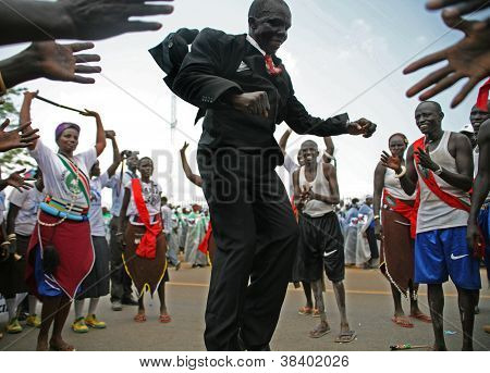 Unidentified PEople Dancing in Juba Capital of South Sudan on formation of new state on 9 July 2011
