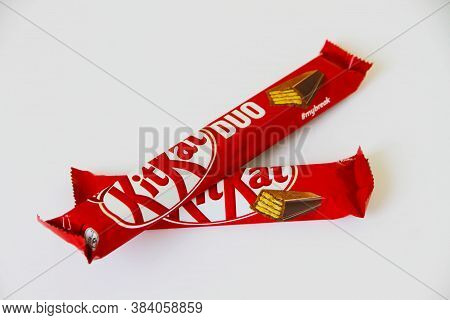 Gomel, Belarus -kune 07, 2020: Kit Kat Chocolate Bar On White Background. Bars Kit Kat Is Produced B