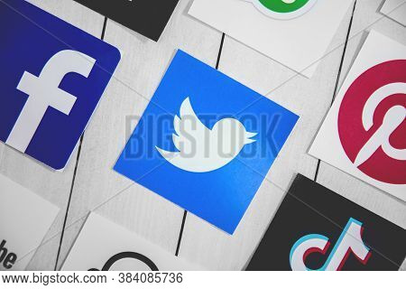 Wroclaw, Poland - August, 29th 2020: Social Media Symbols With Twitter Logo In The Middle On Wooden