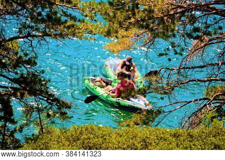 September 3, 2020 In Echo Lake, Ca:  People Kayaking At The Shore Of Echo Lake, Ca Besides Mountaino