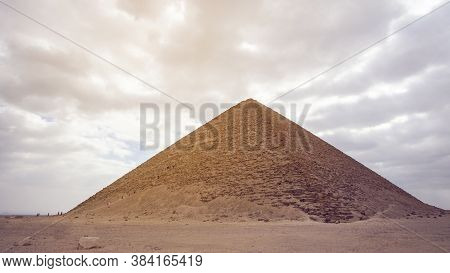 Red Pyramid In Saqqara Complex Of Egypt Landmark Early Pyramid Building History
