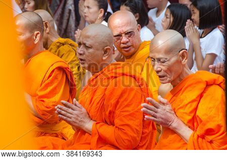 Bodh Gaya Bihar India On April 29th 2018 : Monks Praying Inside Mahabodhi Temple Bodh Gaya During Bu