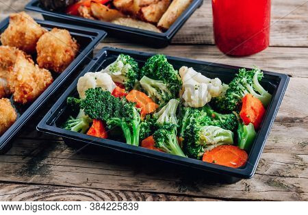 Restaurant Healthy Food Delivery In Take Away Boxes