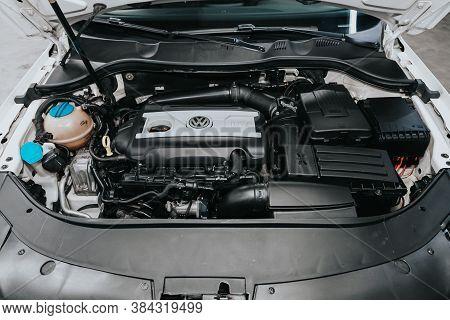 Novosibirsk, Russia - September 05, 2020: Volkswagen Passat, Closeup Of A Clean Motor Block, . Inter