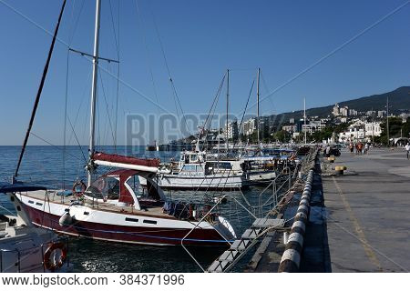 Yalta, Crimea September 6, 2017: View Of The Embankment Of The City Of Yalta
