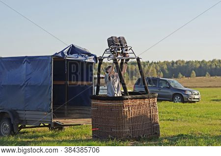 Pereslavl-zalessky, Russia - September 23, 2017: Young Woman Prepares A Basket Of An Air Balloon For
