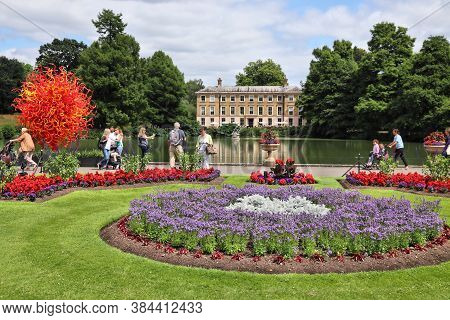 Kew, Uk - July 15, 2019: People Visit Kew Gardens In Greater London. Royal Botanic Gardens Are Desig