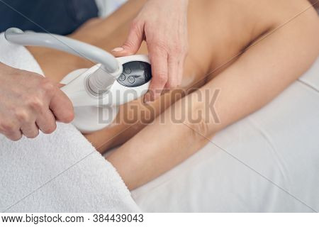 Reducing Fat And Contouring Body With Modern Beauty Device
