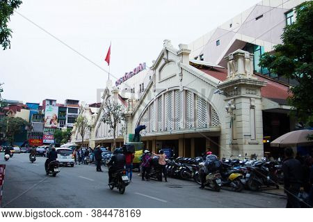 Hanoi, Vietnam - May 28, 2019: Cyclo And Motorcycle Traveling In Front Of Dong Xuan Market In Hanoi