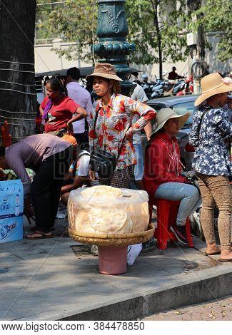 Phnom Penh, Cambodia, Feb 4, 2019 : Kite Cracker Seller Standing With Her Kite Cracker In The Clear