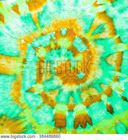 Freedom Tiedye Swirl. Boho Dyed Clothes. Reggae Watercolor Effect. Psychedelic Swirl Textile. Green