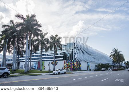 Miami Beach, Florida - May 15, 2019: Ocean Drive Hotels,bar,cafe And Buildings In Miami Beach, Flori
