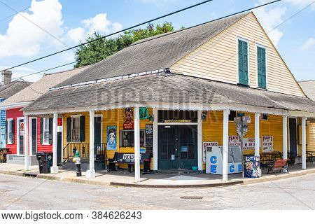 New Orleans, Louisiana/usa - 9/9/2018: Frady's One Stop Food Store In Bywater Neighborhoo