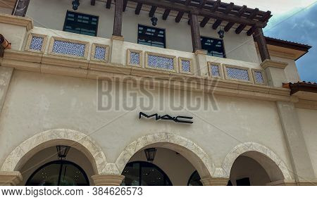 Orlando, Fl/usa - 6/13/20:  The Storefront Of The Mac Cosmetics Retail Store At An Outdoor Mall In O